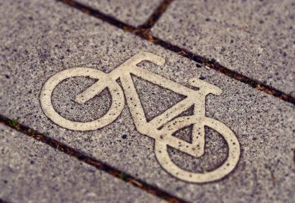 DOUAISIS : Création d'une piste cyclable bidirectionnelle et aménagement de carrefour à Râches et Flines lez Râches.
